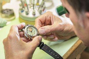Uhren-Reparatur.